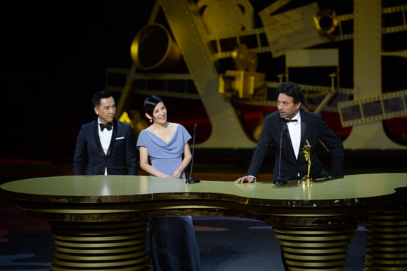 Irrfan Khan, lead actor of The Lunchbox, receives the Best Actor award from Donnie Yen and Sandra Ng